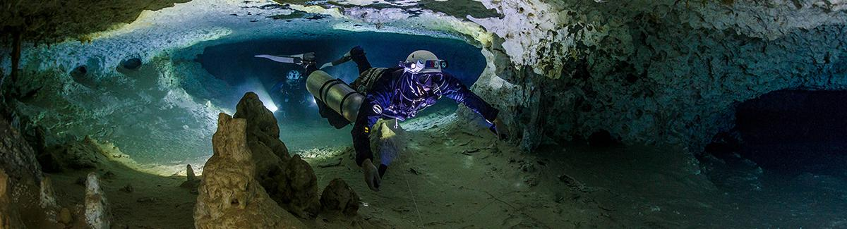 sidemount cave diving instructor
